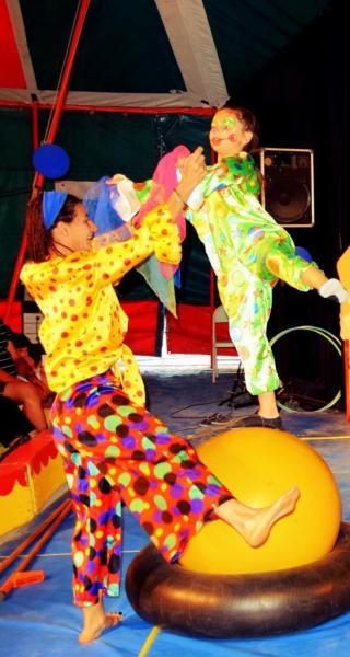 Les clowns sur la boule